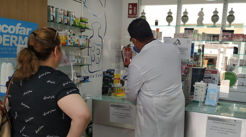 Laboratorios Innoagral S.L., en coordinación con el Ayuntamiento de Brenes, realiza análisis de PCR en superficies de comercios y empresas locales